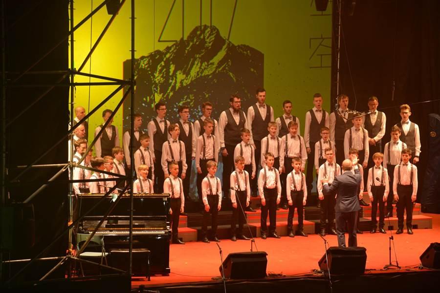 波茲南男孩合唱團演唱。(沈揮勝攝)