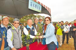 植樹節表揚 2000樹苗索取踴躍