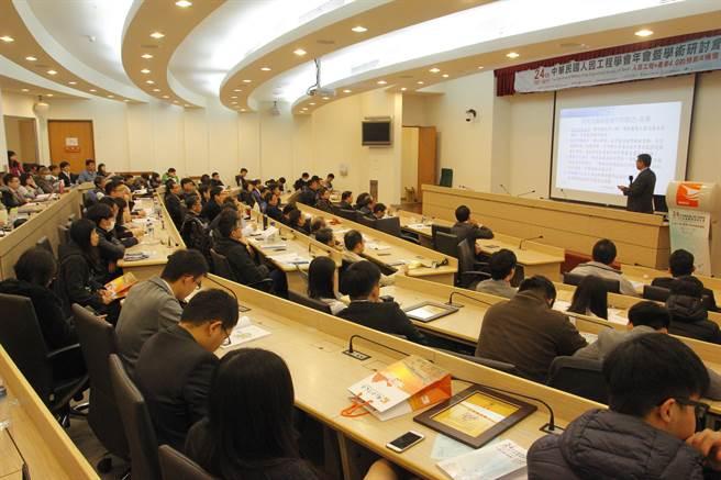 第24屆中華民國人因工程學會年會暨學術研討會在金門大學陳開蓉演講廳盛大開幕。(金大提供)
