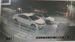 為省停車費 2男徒手抬柵欄檔桿遭罰