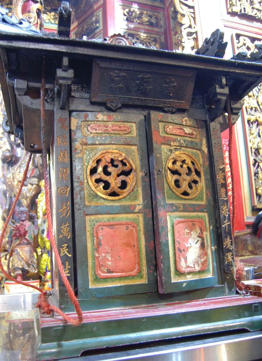 南瑤宮笨港進香香擔流傳百年都是由石家子孫代代看顧。(吳敏菁攝)