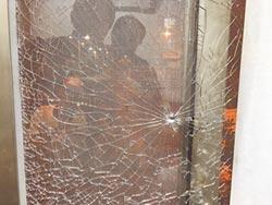 蘇清泉東港辦公室 遭BB彈射擊