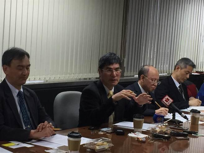 科技部長陳良基(左2)今召開上任滿月首場媒體茶會,分享未來施政目標。(王玉樹攝)