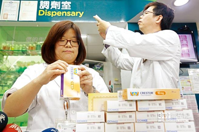 CDE和TFDA之間的矛盾,一直是台灣法規環境無法更進一步改善的原因。圖為藥劑師查驗藥品。圖/本報資料照片