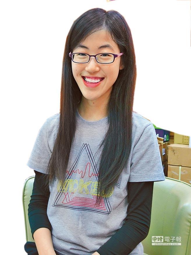雖被台大拒於門外,卻成為台灣錄取密涅瓦大學第一人!台南女中黃琬婷(見圖,曹婷婷攝)近日接獲6所美國大學錄取通知,首選的密涅瓦大學錄取率僅2%,甚至比哈佛更低,「真不敢相信,我是頂尖的2%。」