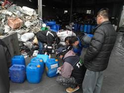 工廠廢棄桶含強酸鹼  驚見大桶裝