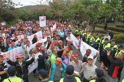 500名滿州鄉民赴墾管處抗議 怒控: 還我土地!