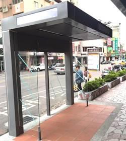 蓋錯方向?中市建創新反向式候車亭