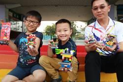 8歲小一生 教老師同學組裝積木小神轎