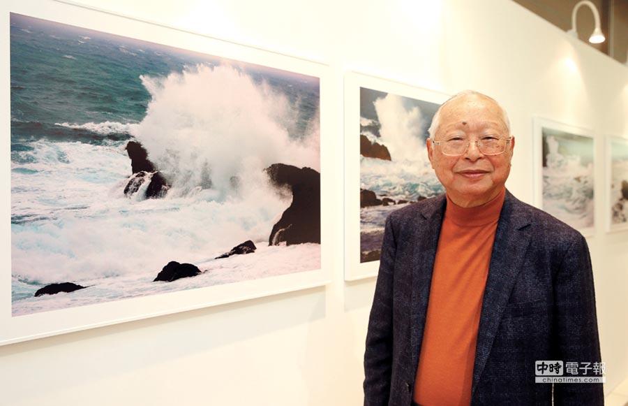 新光三越國際攝影展,董事長吳東興「攝影予我.吳東興個展」昨日揭幕。                          圖/王英豪