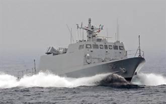 海軍飛彈快艇疑與娛樂漁船發生碰撞 17人均安