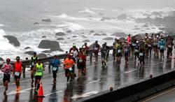 萬金石馬拉松風雨中開跑 肯亞選手奪冠