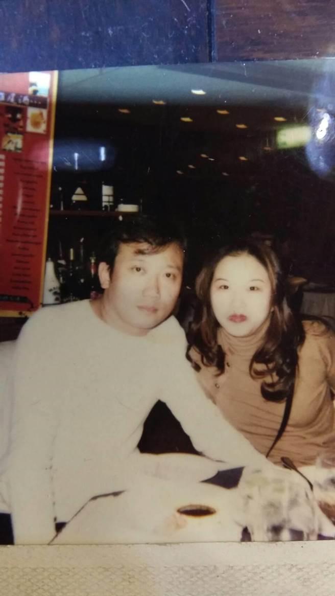 陳姓美容師與男友從2000年開始交往至今。(家屬提供)