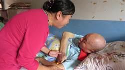 為了一輩子照顧他 她向癱瘓17年的他求婚!