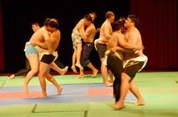 吉安年輕族人換上丁字褲 耆老傳授百年摔角秘技
