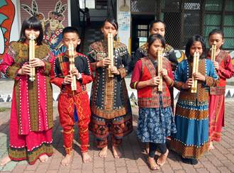 武潭國小平和分校學生學鼻笛 傳承排灣族傳統樂聲