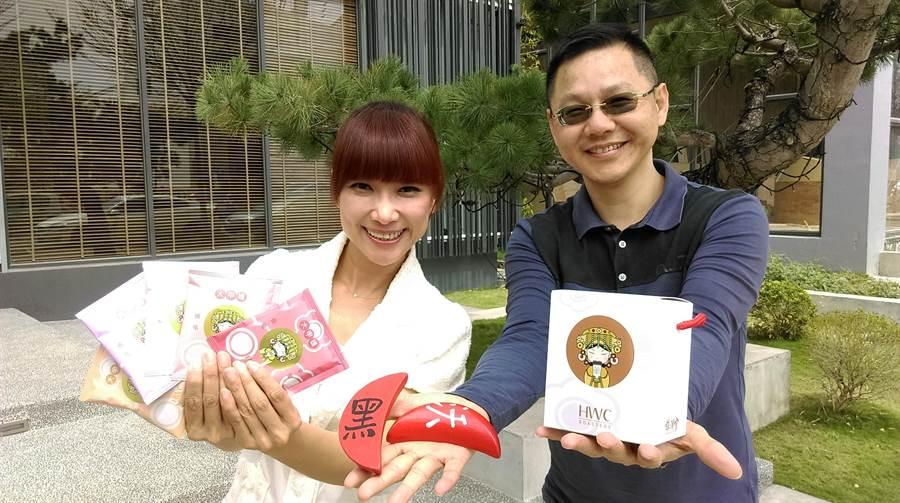 黑沃咖啡執行長林佩霓(左)表示,「媽祖咖啡」禮盒自21日起開始發售。(圖/曾麗芳)