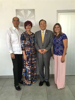 劉德立訪巴拿馬家庭婦女整體發展基金會