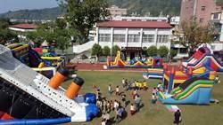 何爺爺移動城堡進駐偏鄉學校 操場變樂園