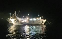 違規拖網小魚變飼料 布袋海巡隊逮2船