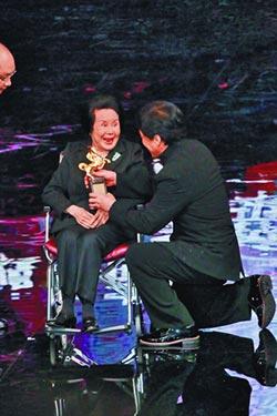 金馬影后李麗華辭世享壽93歲 成龍喊她「媽媽」50年