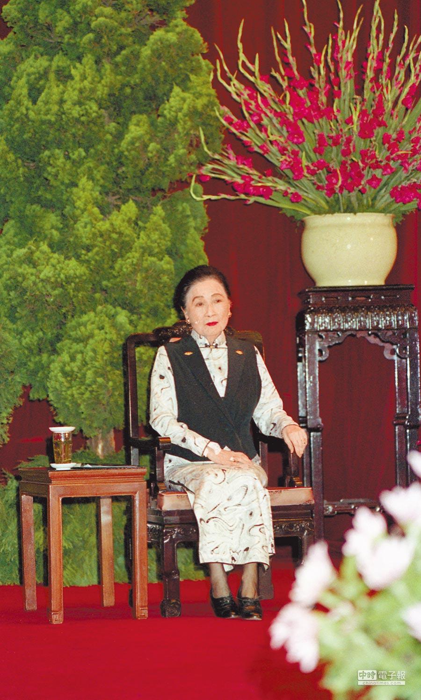 1988年7月8日,蔣宋美齡出席在中山樓舉行的中國國民黨第十三次全國黨代表大會。(本報系資料照片)