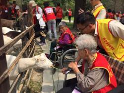 262名獨居老人參觀休閒農場 長者開心郊遊趣