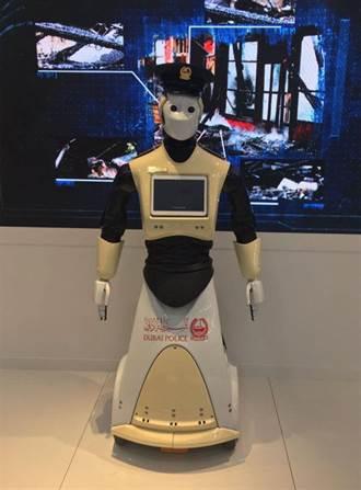杜拜警察想哭 5月起工作被機器人取代