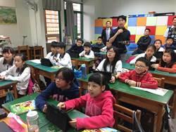 中市推廣行動學習  教育局長彭富源與學童一起體驗