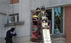 到杜拜學詐騙 警搭雲梯破集團機房