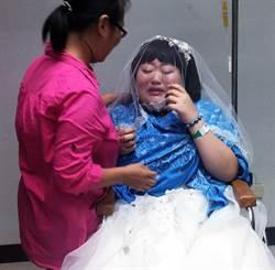 披白紗圓夢  19歲癌末女淚灑醫院