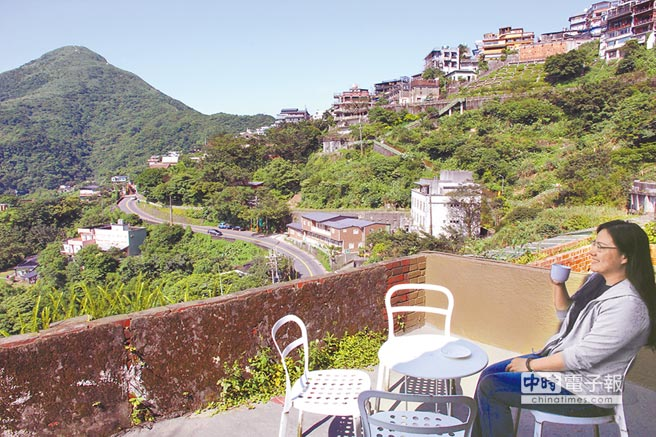 住在九份民宿,可朓望山城美景。(本報系資料照片)