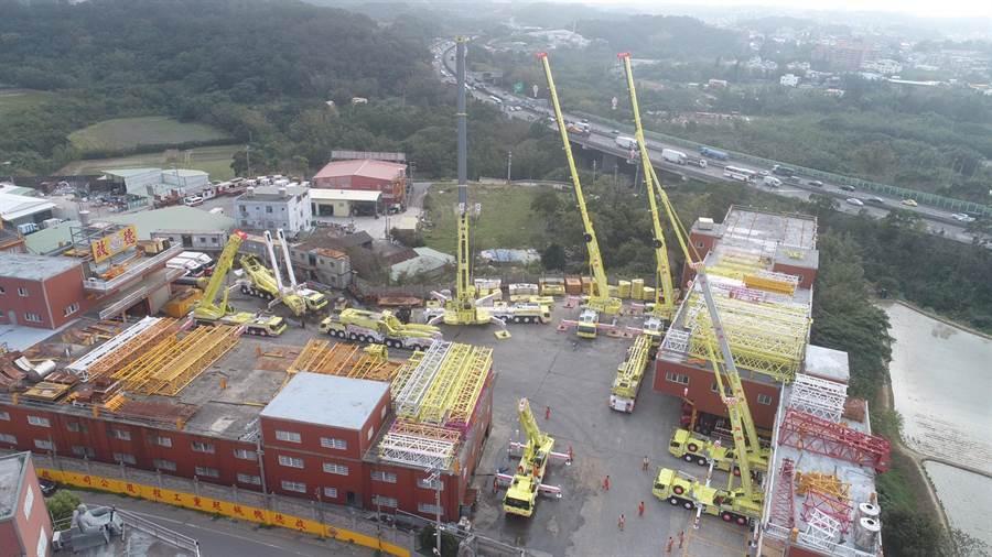 啟德機械起重工程公司明、後兩天將開放廠內,供民眾參觀,預計展出市值超過17億的裝備。(啟德提供)