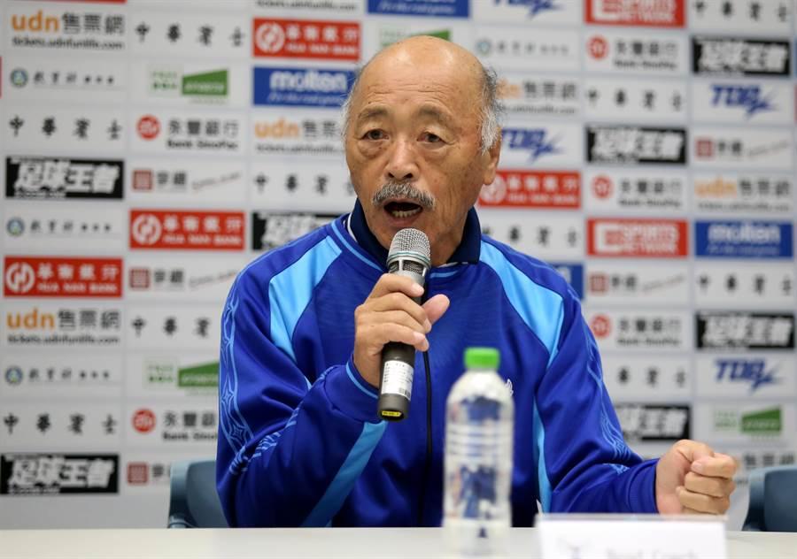 中華男足日籍教練黑田和生宣示要在亞洲盃最終輪資格賽拿下晉級門票的目標。(李弘斌攝)