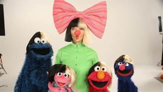 歌手希雅罕見露臉!上兒童節目「芝麻街」與玩偶齊唱歌