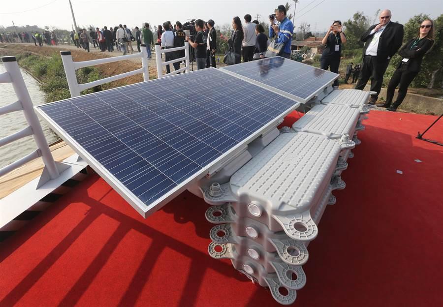 圖為太陽能發電模組。(范揚光攝)
