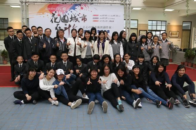 斗六市正心中學學生在斗六市公所一樓展出「花園城市在斗六」畫展,今天上午開幕。(斗六市公所提供)