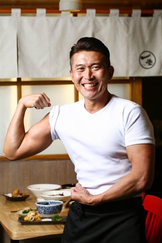 豚骨一燈社長坂本幸彥是個肌肉男,煮出的麵也果然很肌肉。(鄧博仁攝)