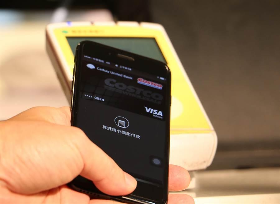綁定信用卡、啟用Apple Pay的iPhone如果遺失,應該怎麼辦呢?(圖/黃慧雯攝)
