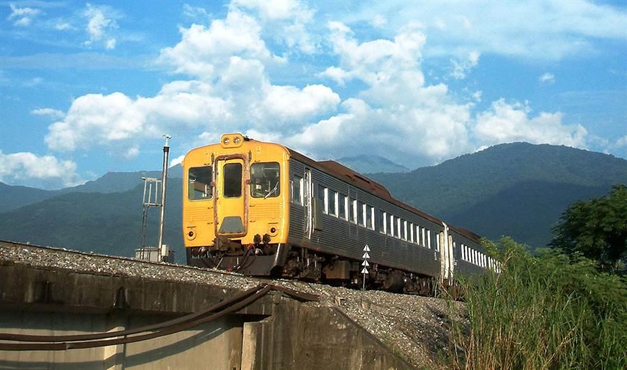 台鐵光華號將重現江湖,4月22日從高雄站開出。(倪京台提供)