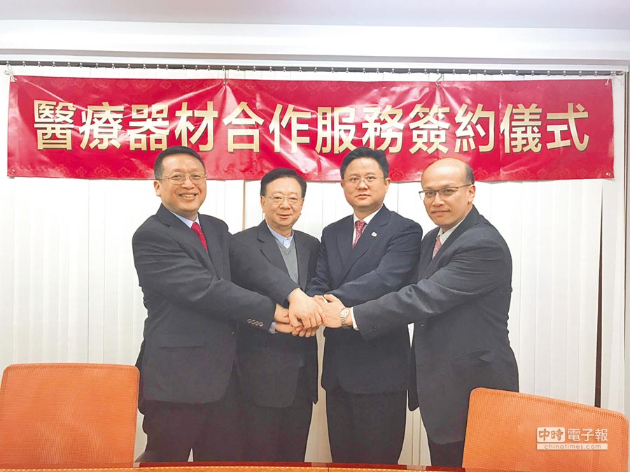 互貴興業執行長郭加泳(左起)、互貴興業董事長宣明智、台灣奈米碳素執行長蔡群賢、互貴興業營運長吳世揚。(互貴興業提供)