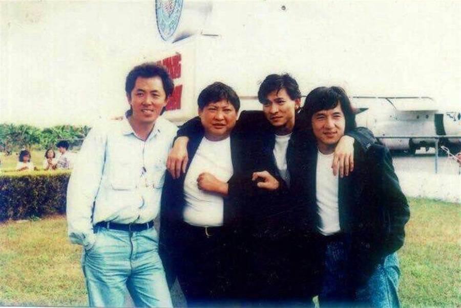 朱延平和華人影壇大哥大洪金寶(左二起)、劉德華、成龍,都曾合作過。