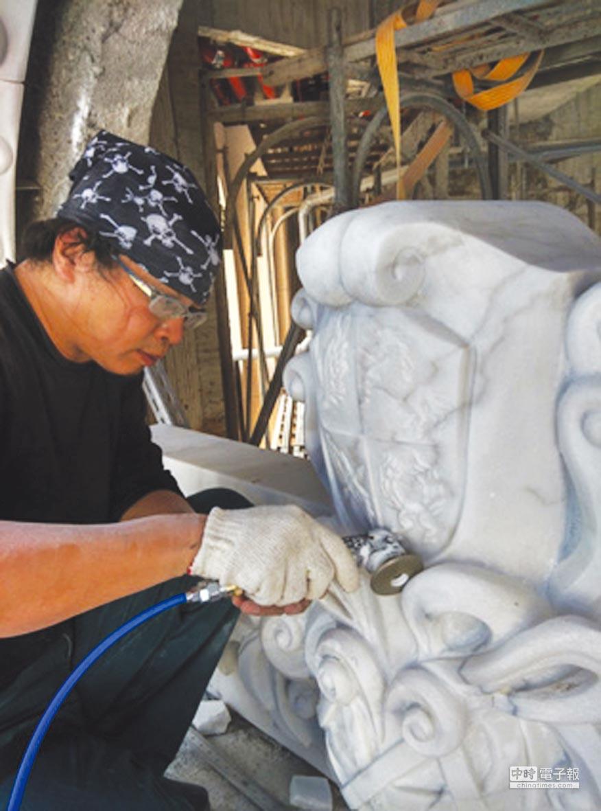 樊炯烈現為專職藝術工作者,擅長雕刻、塑造及公共藝術。圖/樊炯烈提供
