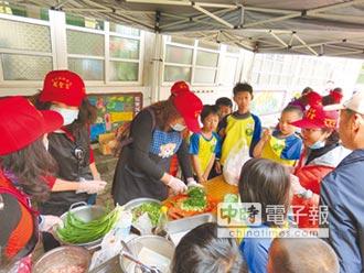 炒韭菜尬廚藝 陸豐國小慶99歲