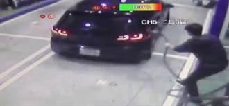 還在加油就踩油門 情侶闖禍扯斷加油槍