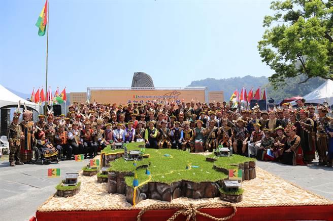魯凱族民族議會成立,來自高雄、屏東、台東等地100多名族人參加。(潘建志攝)