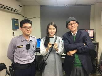 韓籍正妹掉手機 警方追計程車牌尋回