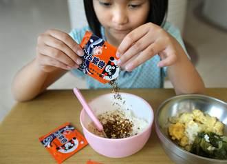日本熊本贈高雄姊妹校香鬆拌飯料千份 小學生吃得不亦樂乎