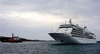 美頂級郵輪銀幻號  首航抵馬公港