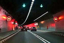 雪隧最低速限提高  4月10日起開罰